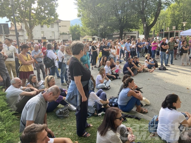Comitato Diritti Umani e Costituzionali, oltre 300 in piazza per parlare di scuola, economia e società