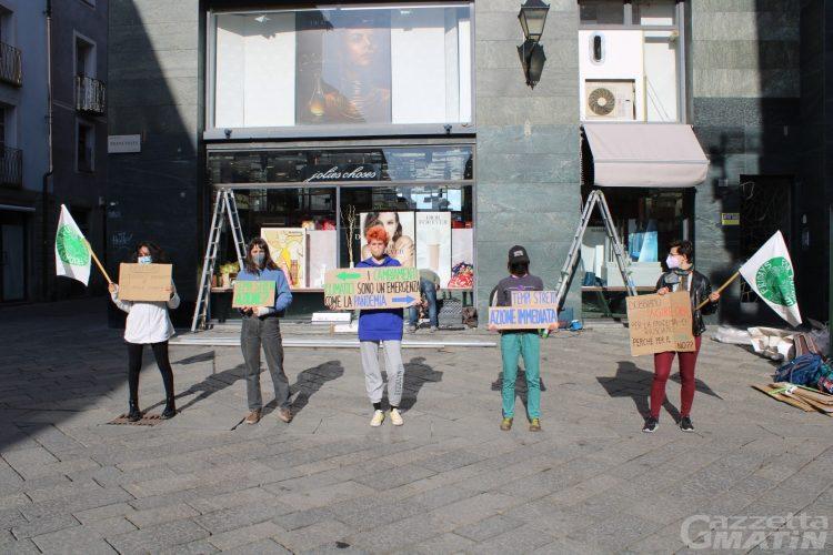 Sciopero per il clima: i ragazzi di Fridays for future tornano in piazza