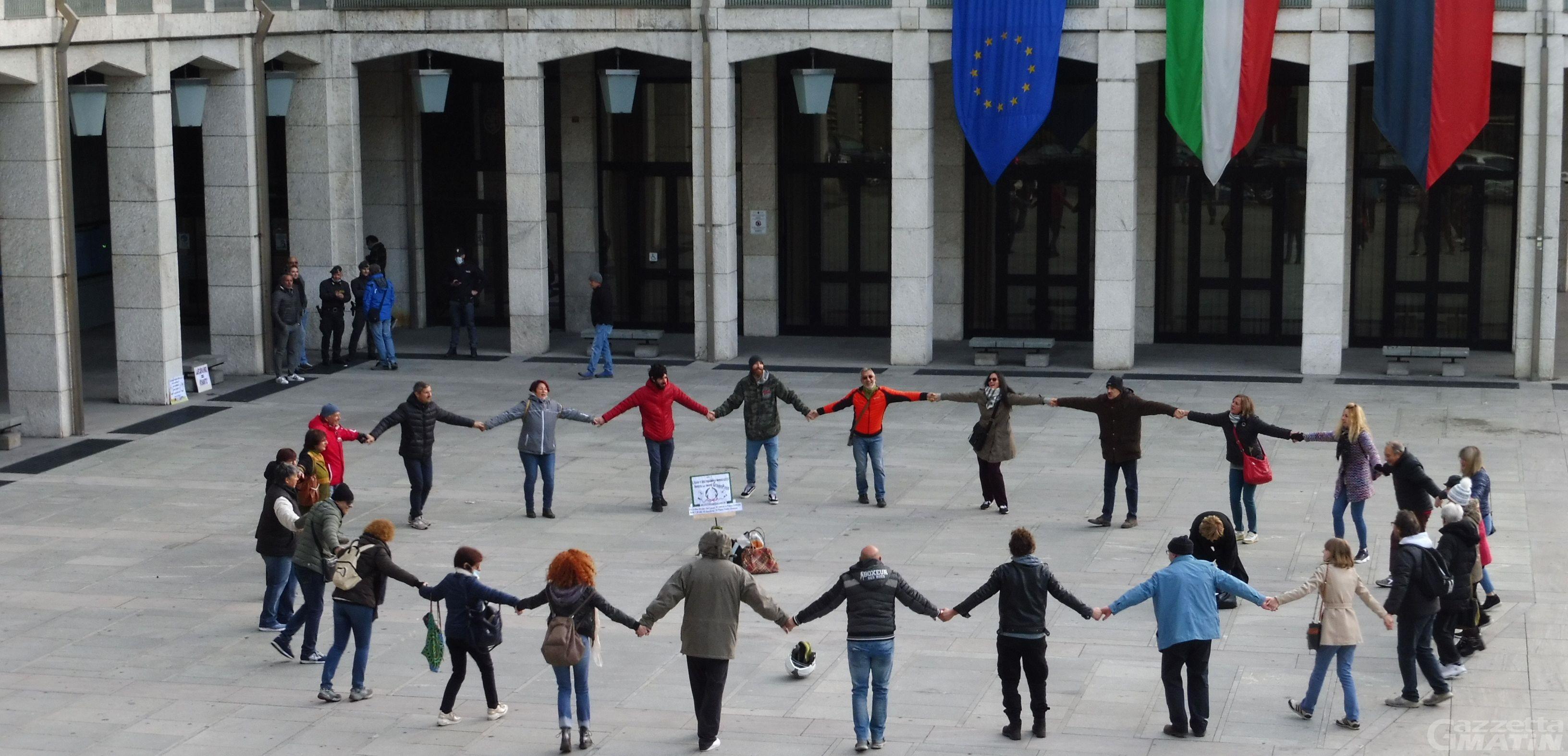 No Green pass: nuova manifestazione in piazza Deffeyes ad Aosta