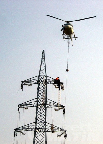 Elicotteri a bassa quota per controlli Deval