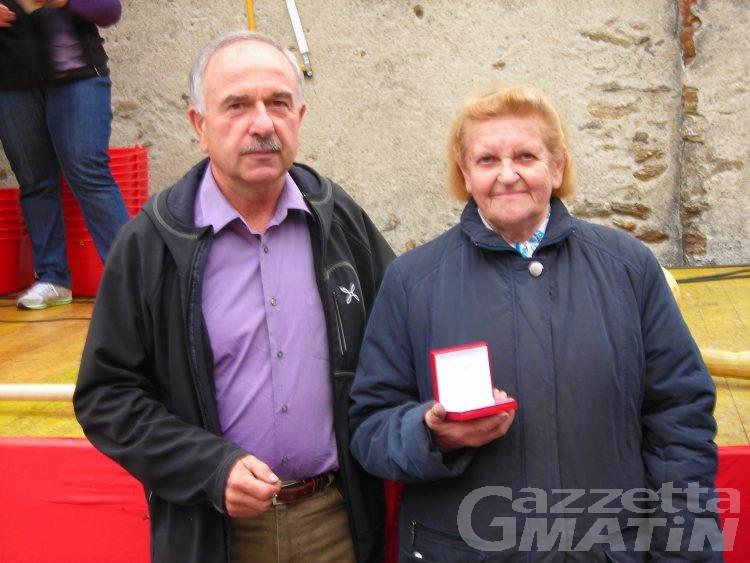 Perloz: Maria Rosa Buccarano vince la castagna d'oro