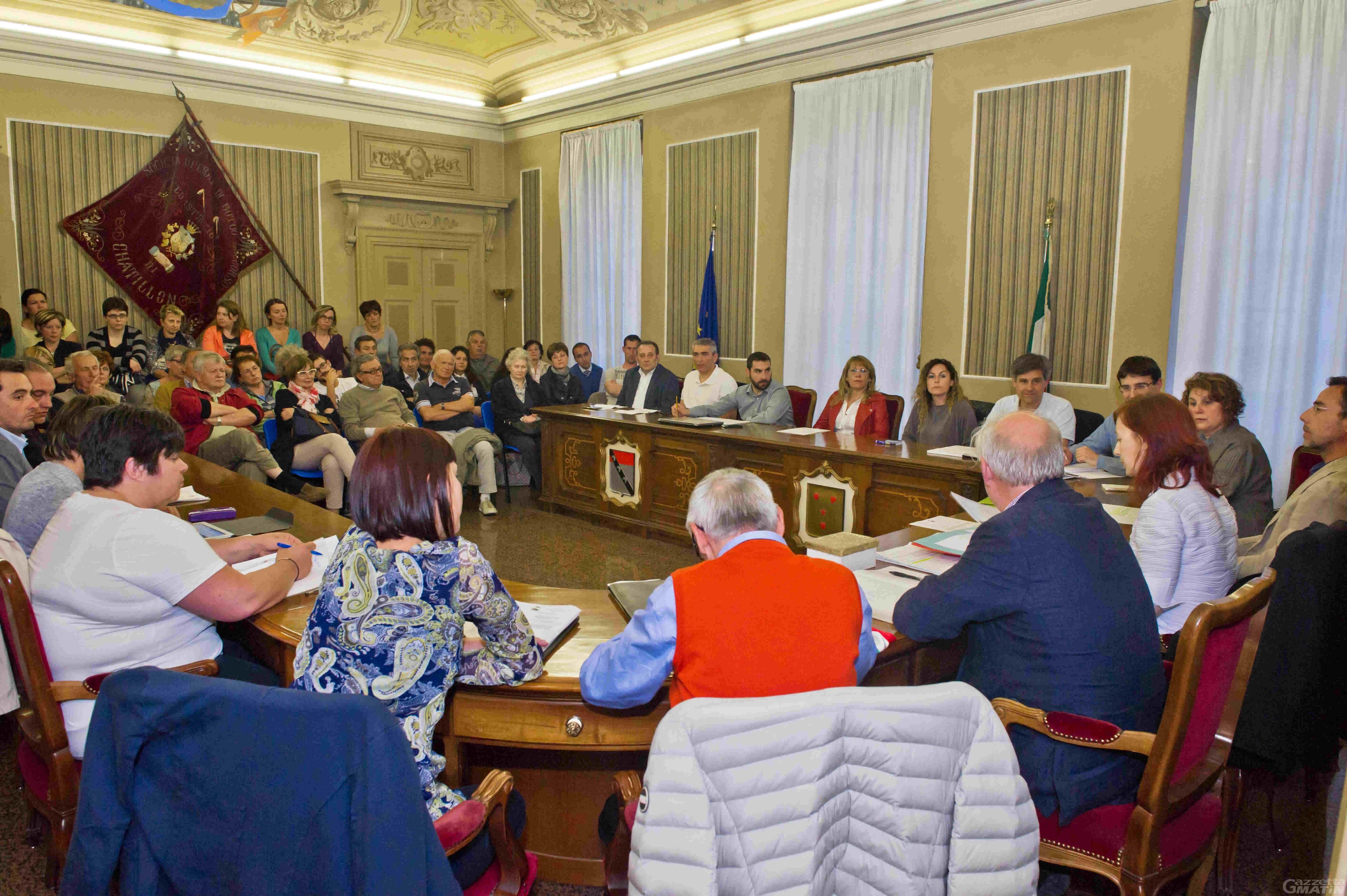 Comuni: Châtillon, la giunta comunale si dimezza lo stipendio