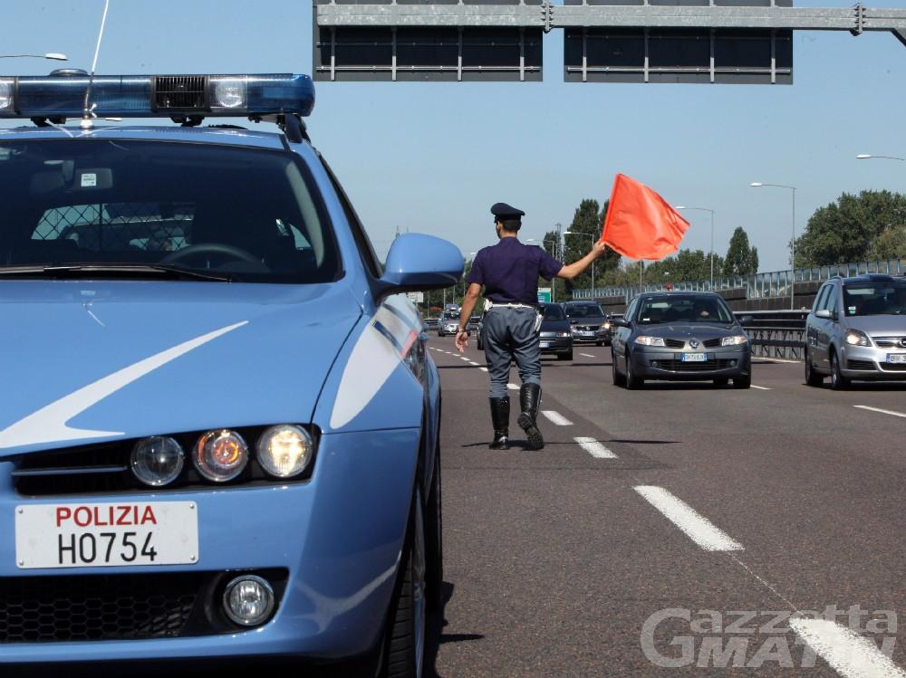 Verrès: contromano in autostrada A/5, 79enne multato dalla Polizia