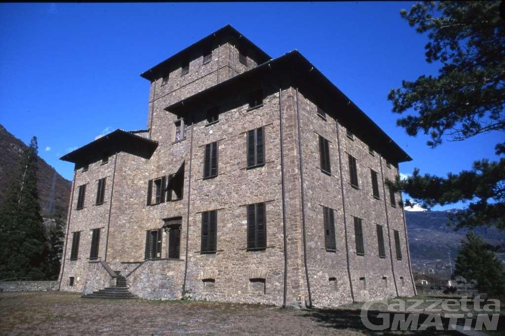 Arte contemporanea, la compagnia Qu.Bì porta al Castello Gamba di Chatillon Box CH24