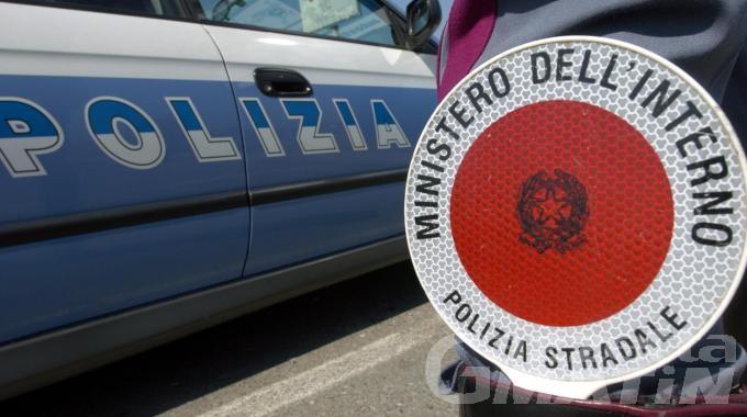 Alla guida con una patente falsa, denunciato