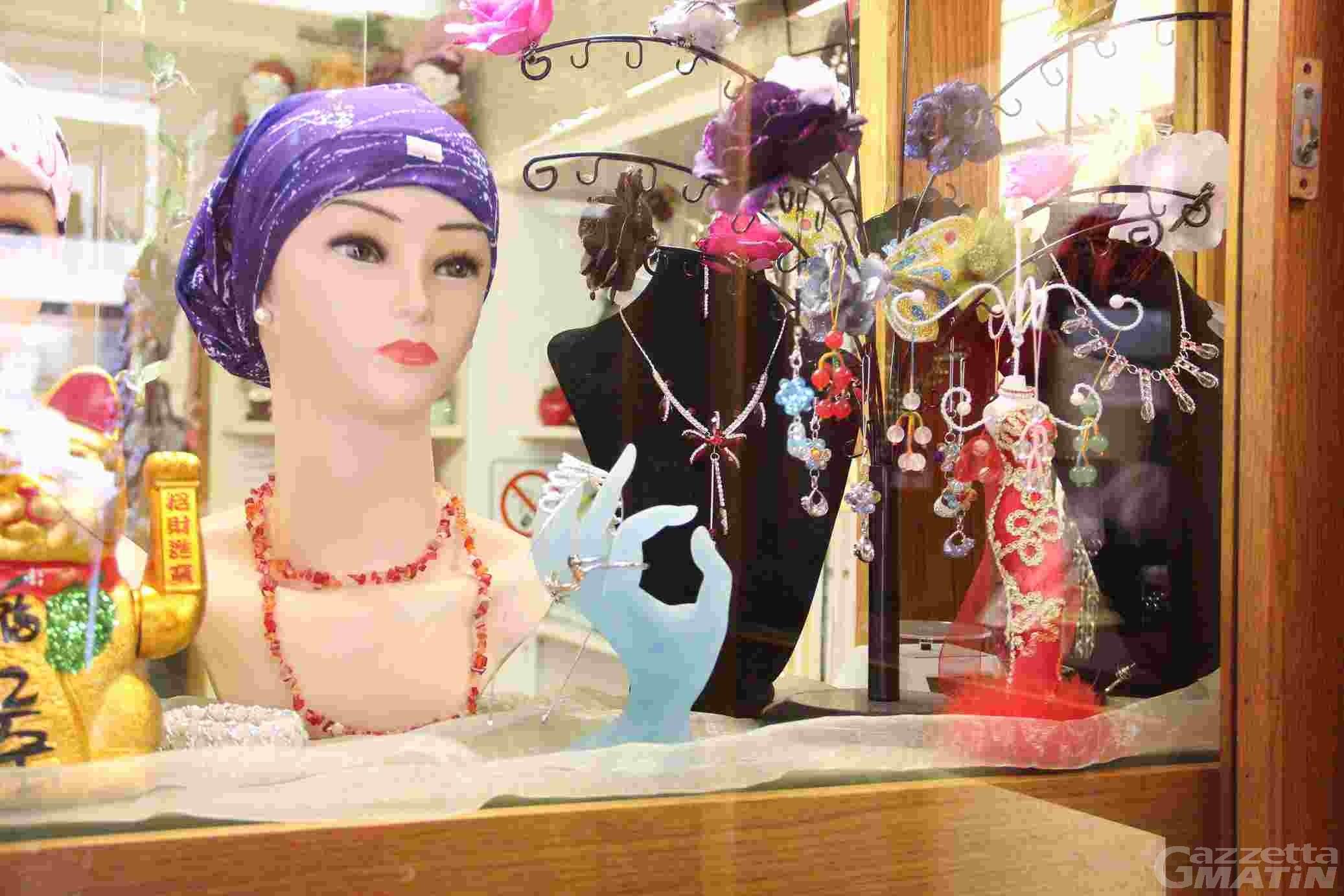 Sequestrati bijoux non conformi, sanzionati dieci commercianti