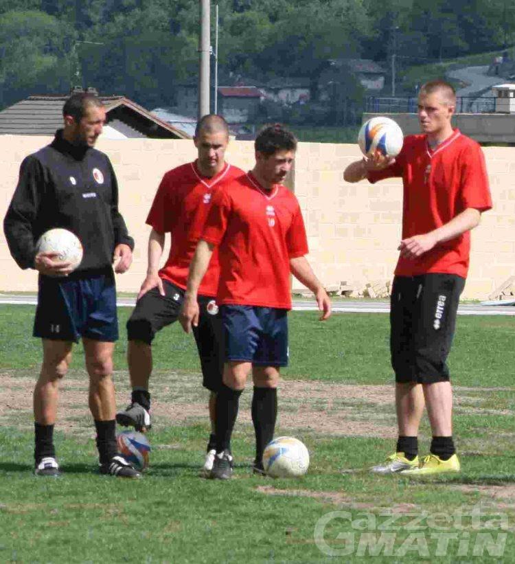 Calcio: Matteo Sinato carica i compagni