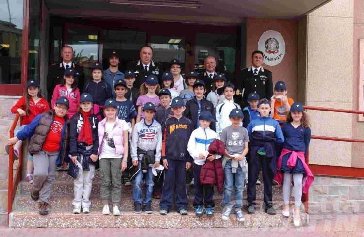 Carabinieri per un giorno: i bambini dell'istituto San Giuseppe in caserma