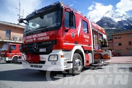 Incendio ad Antey: operazioni di spegnimento in corso