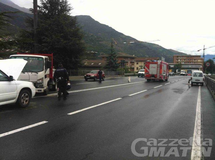Traffico in tilt per doppio incidente in corso Ivrea