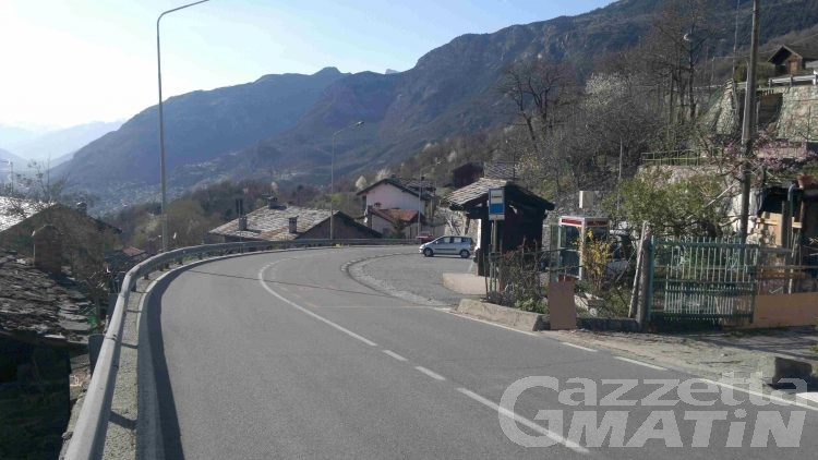 Saint-Vincent, le frazioni lungo la statale del Col du Joux dichiarano guerra alle moto
