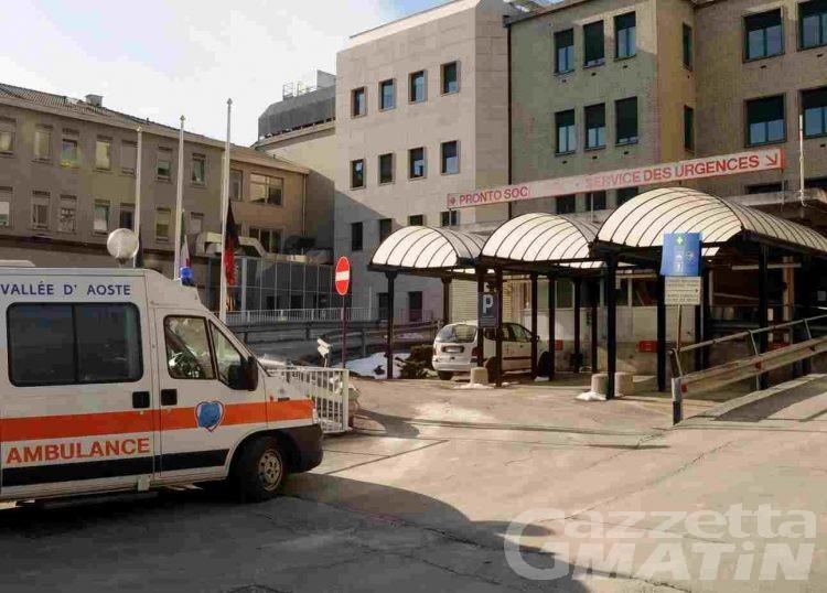 Notte di follia al pronto soccorso: 7 ubriachi, due poliziotti feriti