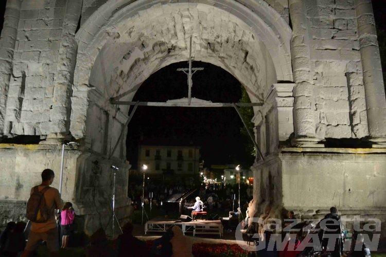 Aosta Classica, il suggestivo concerto sotto l'Arco chiude la rassegna