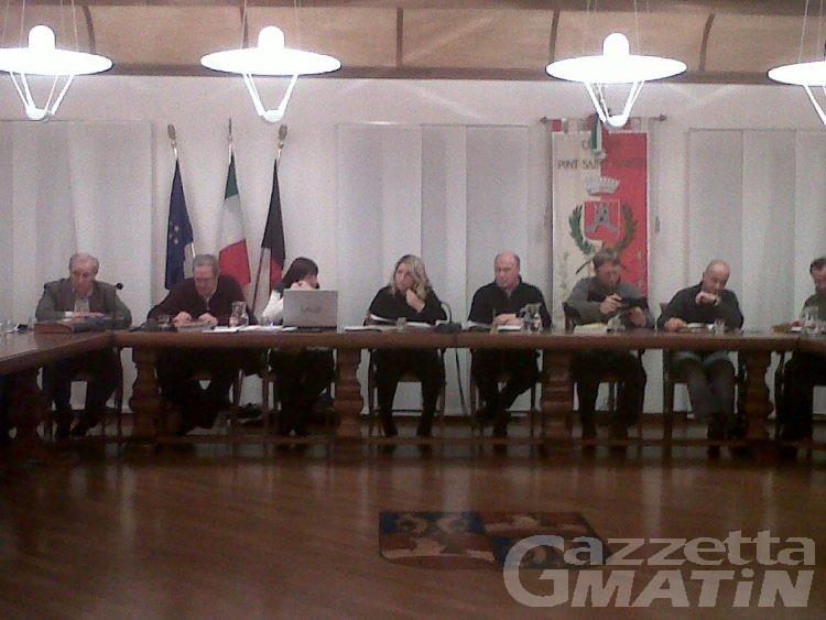 Pont-St-Martin: «Ci voleva un taglio sull'IMU e i compensi»