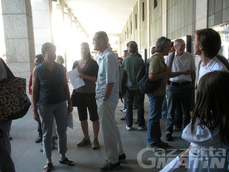 I lavoratori dell'Olivetti I Jet manifestano sotto Palazzo