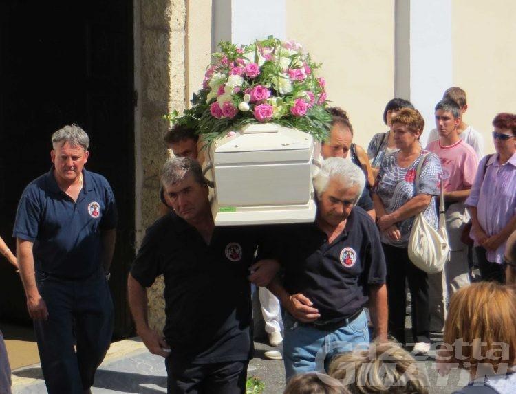 Funerali ragazzina morta di meningite, don Vittaz: «Una nuova vita rinascerà nel nome di Valérie»