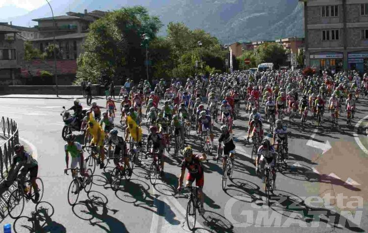 Ciclismo: oltre trecento cicilisti sul Gran San Bernardo