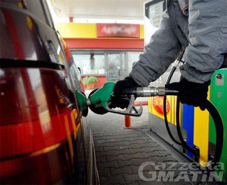 Caro benzina: colpa della mancanza di concorrenza