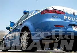 Sperona auto polizia, fugge, ma viene preso