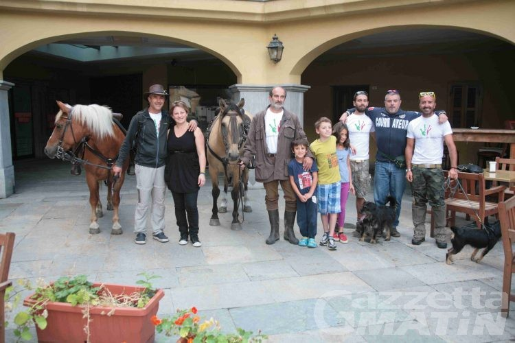 Courmayeur, a cavallo a Roma per protesta