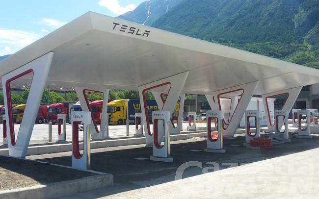 Pollein: aperto all'autoporto il Supercharger Tesla più grande d'Europa