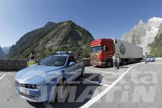 Un russo e tre lettoni denunciati al Traforo del Monte Bianco per un furto a Chamonix