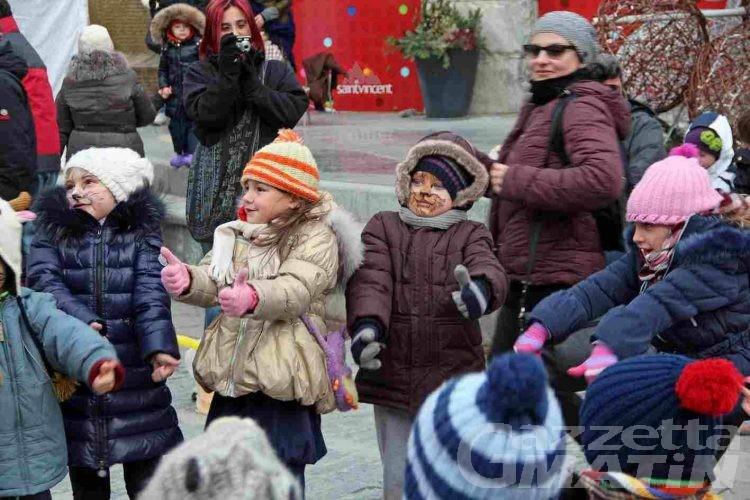 Saint-Vincent, la befana dei piccoli batte il vento