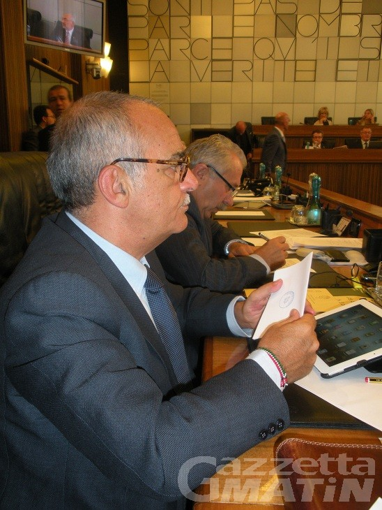 Sì unanime al taglio dei compensi  dei manager regionali