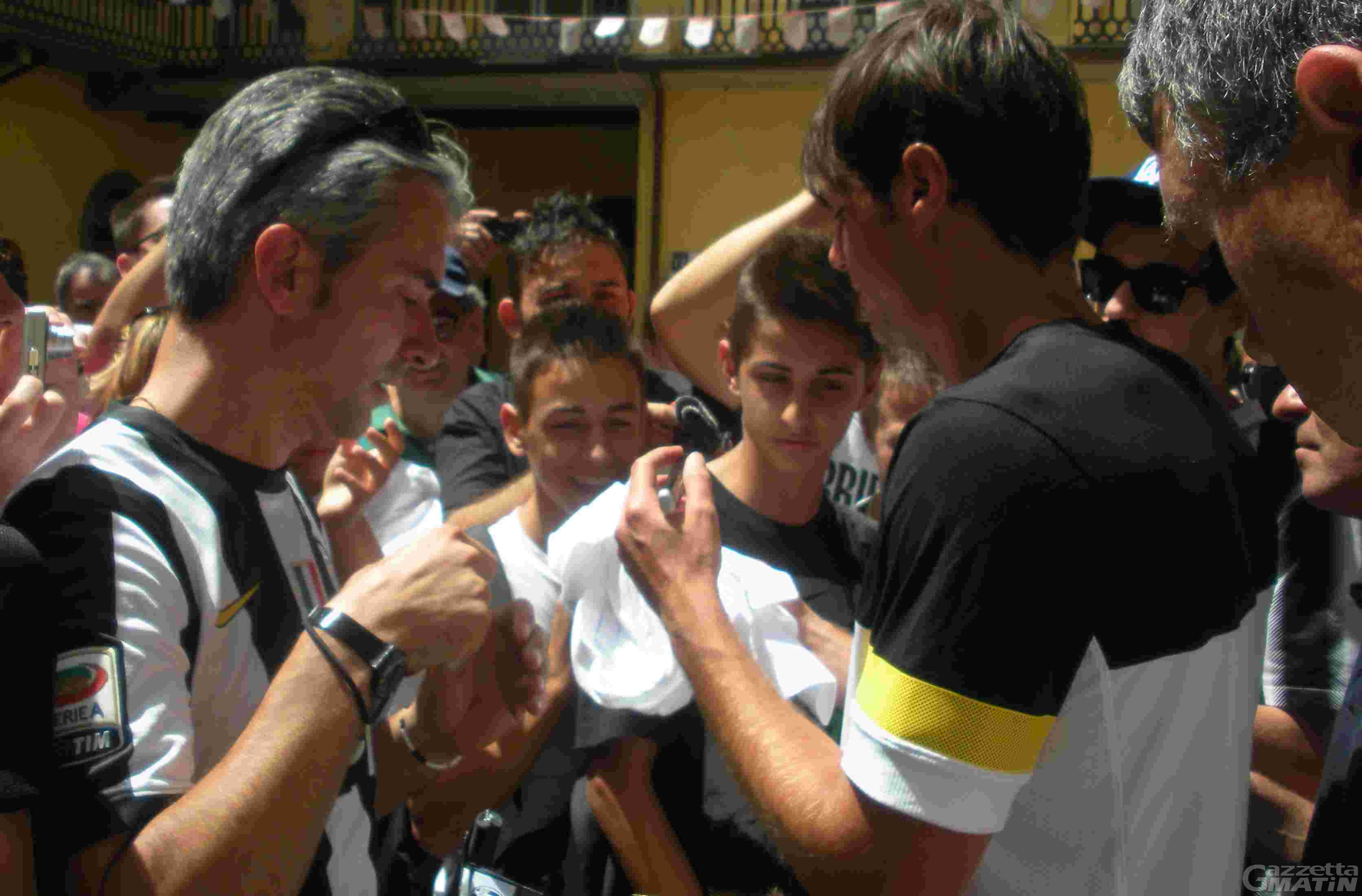 Calcio: bagno di folla per Paolo De Ceglie