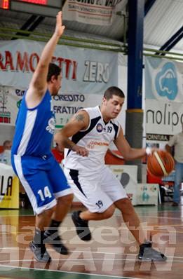 Basket: la Moretti perde staffe e partita, lo Chez Drink centra l'impresa