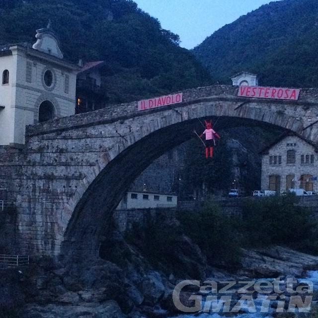 Ciclismo: la Valle vestita di rosa accoglie il Giro d'Italia
