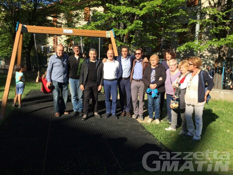 Aosta: Cna dona un'altalena per i giardinetti di via Vuillerminaz