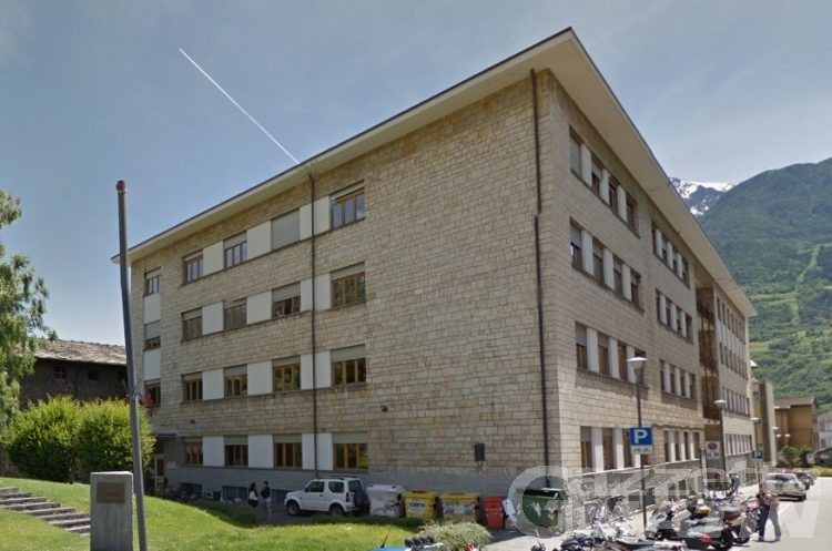 Aosta: «No allo spostamento del Manzetti», presentate 350 firme in Regione