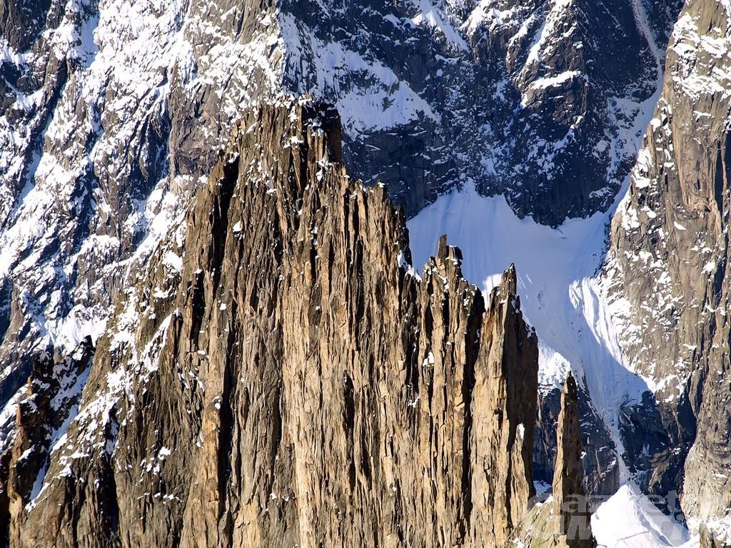Incidente in montagna: valdostano cade dall'Aiguille de la Brenva