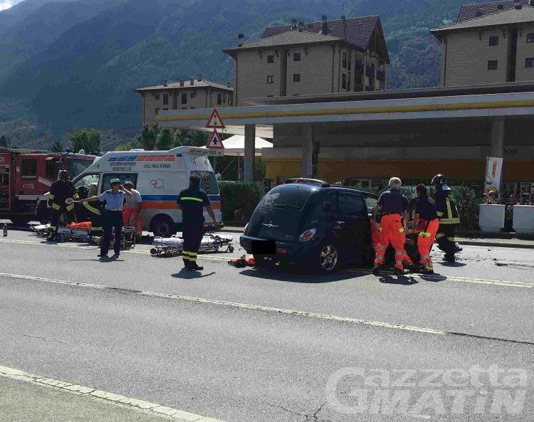 Scontro frontale ad Aosta: auto contro ambulanza, in tre al PS