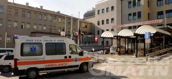 Brusson, crolla un tetto: 53enne ricoverato in ortopedia