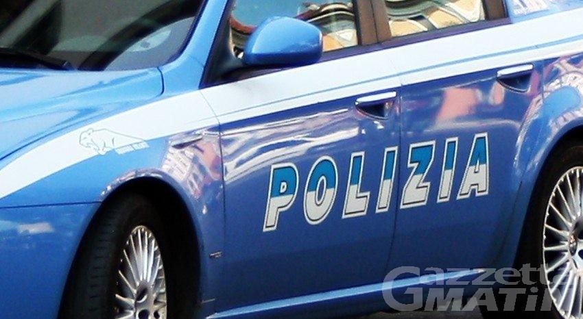 Rubano in gioielleria: arrestati