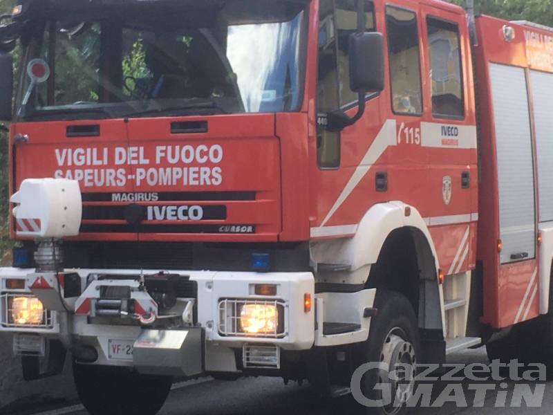 Incendio: fiamme divampano nell'ex palestra di via Saint-Martin