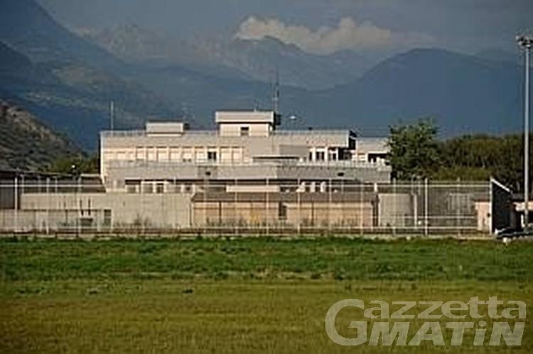 Carcere Brissogne: detenuto tenta di strangolare agente