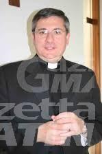 Il vescovo di Aosta si ribalta con l'auto, illeso