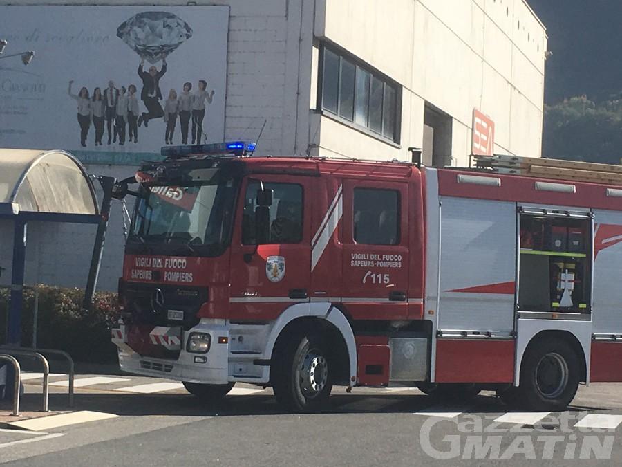 Incendio divampa alla galleria commerciale di Brissogne