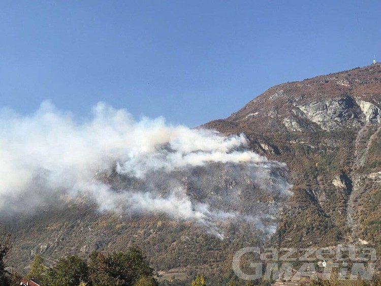 Incendio a Saint-Denis: in arrivo Canadair da Genova