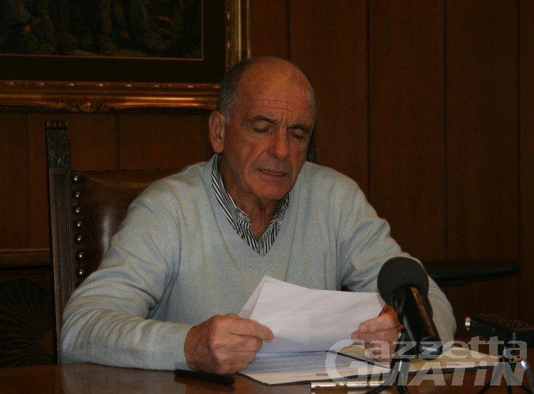 Consiglio Valle: l'invito a dimettersi ad Augusto Rollandin cade nel vuoto