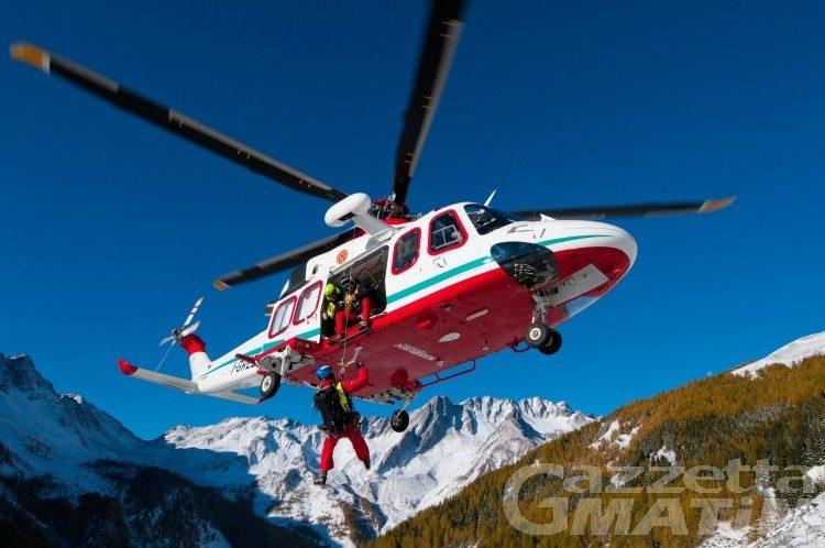 Soccorso alpino: freerider in un crepaccio, non è grave