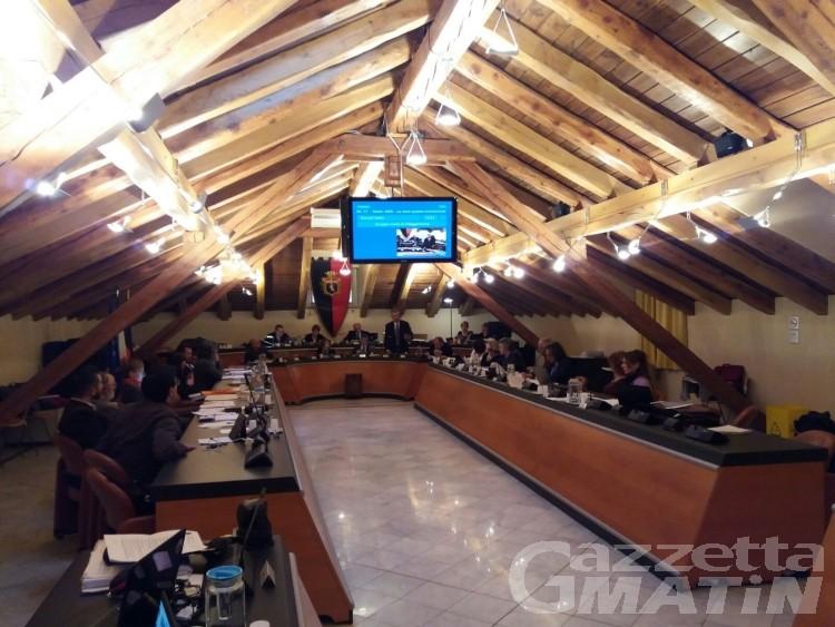Consiglio Aosta: è bufera per sgombero neve e asfalti