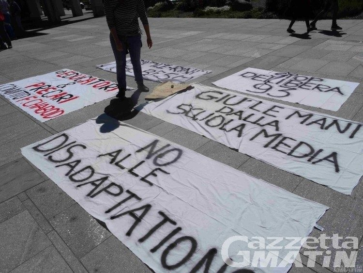 Adaptations, i sindacati chiedono un anno di STOP