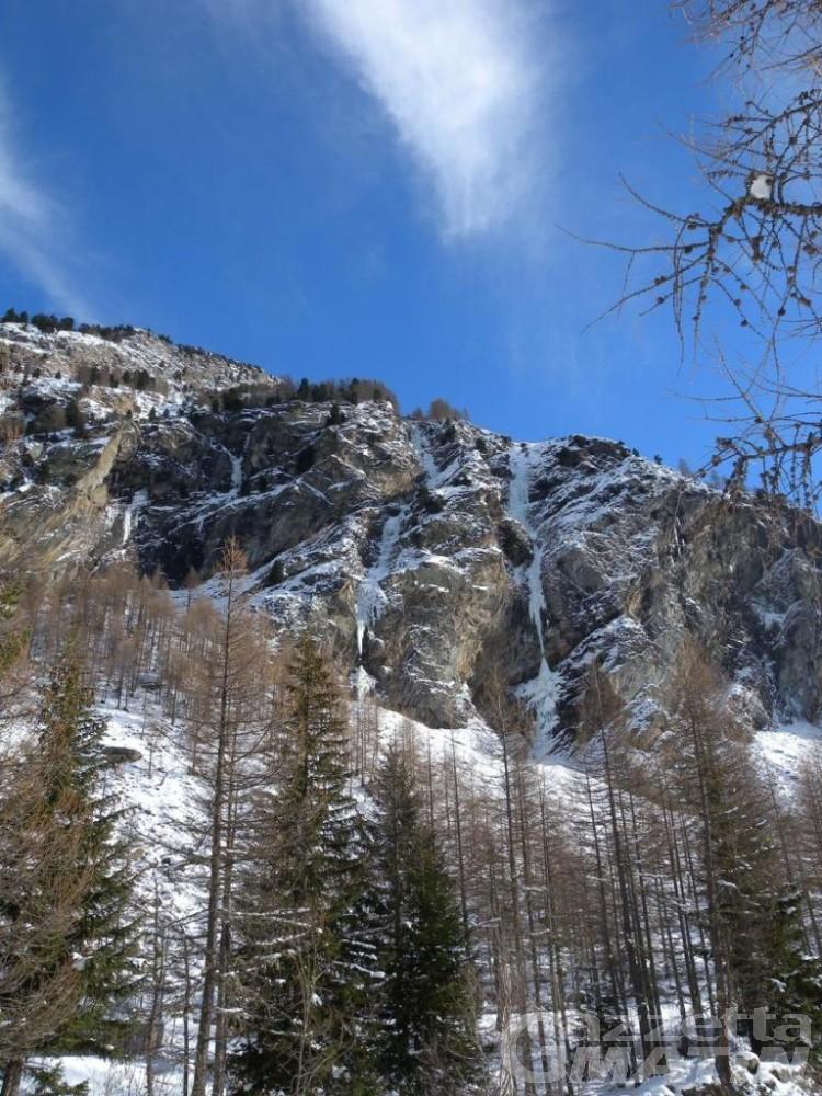 Incidente montagna: investito da ghiaccio, muore scalatore