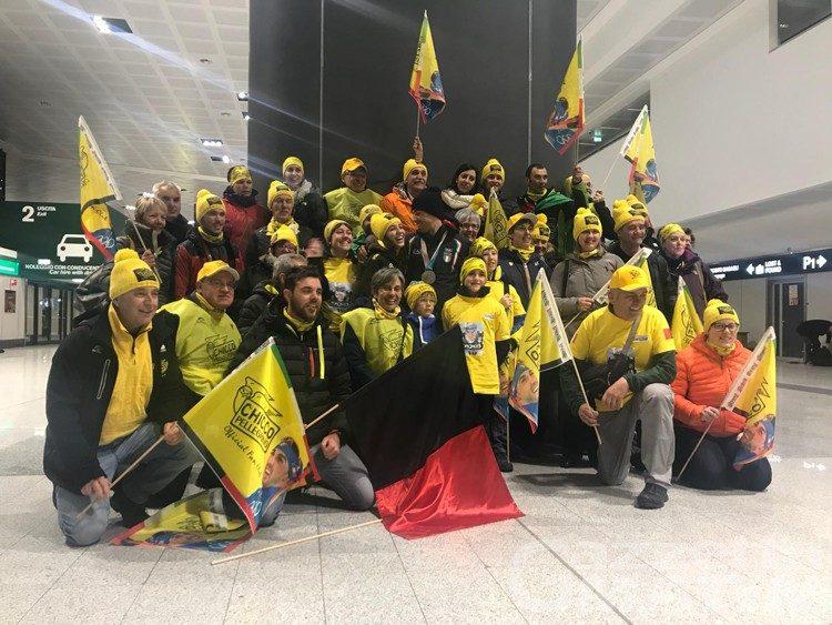 Federico Pellegrino accolto da trionfatore dai suoi fan a Malpensa