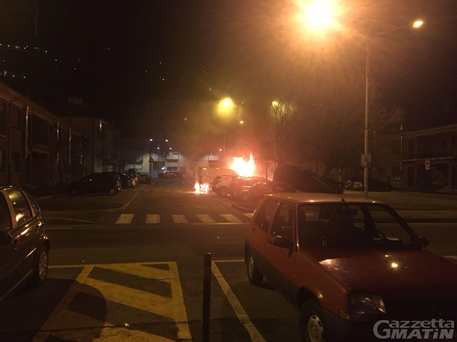 Rogo di auto: arrestato ventenne aostano per stalking