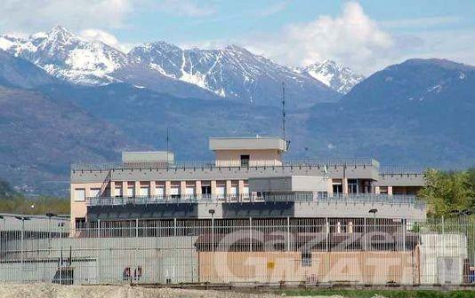 Carcere Brissogne: detenuto aggredisce agente di polizia
